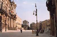 Piazza Duomo   - Siracusa (9045 clic)