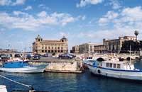 Porto piccolo e P.zza delle Poste  - Siracusa (8044 clic)