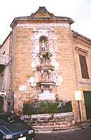 Piazza Umberto. La fontana della Ninfa; di gusto manieristico, è opera dell'architetto e scultore napoletano Orazio Nigronee (1615)  - Castelvetrano (5120 clic)