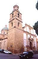 Piazza Regina Margherita. Chiesa di S. Giovanni (patrono della città) edificata tra il 1589 e i primi del '600 ma profondamente modificata nei secoli successivi.  - Castelvetrano (2380 clic)