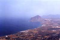 Monte Cofano, vista panoramica di Erice con veduta di San Vito lo Capo  - Erice (9522 clic)