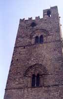 Vista dal basso del campanile attiguo alla chiesa Matrice di Erice  - Erice (3175 clic)