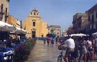 Piazza Matrice  - Favignana (21714 clic)