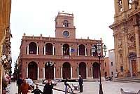 Palazzo 7 Aprile con le Logge dei Pisani sede del consiglio comunale  - Marsala (5106 clic)
