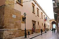 Via G. Garibaldi, Palazzo del Comune, arco Porta Garibaldi  - Marsala (11250 clic)