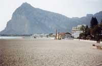 la spiaggia e monte monaco sullo sfondo - Cozzo del Monaco  - San vito lo capo (7519 clic)