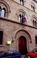 Via Garibaldi no. 9 Trapani - Arco Normanno - Sede del Banco di Sicilia    - Trapani (4110 clic)