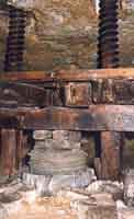 Museo della Vita Popolare di  Buscemi - I luoghi del lavoro  contadino (torchio del frantoio)  - Buscemi (1604 clic)
