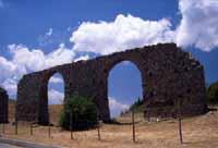 Petralia Soprana / Sottana : resti acquedotto tardo-romano di C.da Savochella  - Petralie (7755 clic)